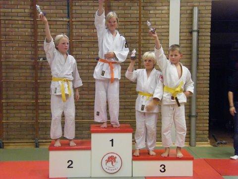 judo 56. 1e Mayke - 2e Thijs - 3e Jeroen - 3e Olav