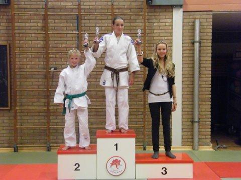 judo 68.Wedstrijdprestaties 1e Michelle - 2e Kelly - 3e Demi